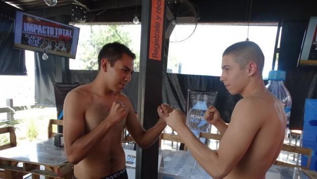 Los peleadores asistieron ayer al pesaje oficial.