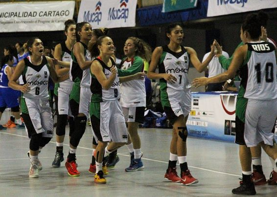Las jugadoras mexicanas celebran la victoria ante Guatemala.