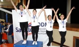 Alumnas de Cheer Elite Porra, quienes destacaron con los primeros lugares.