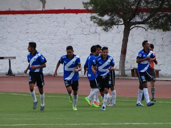 Los jugadores de Saltillo celebran el gol del empate a dos, en los últimos minutos del partido.
