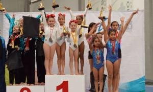 Las gimnastas de Olympic hasta lo más ato del podio en la Copa Mikonos.