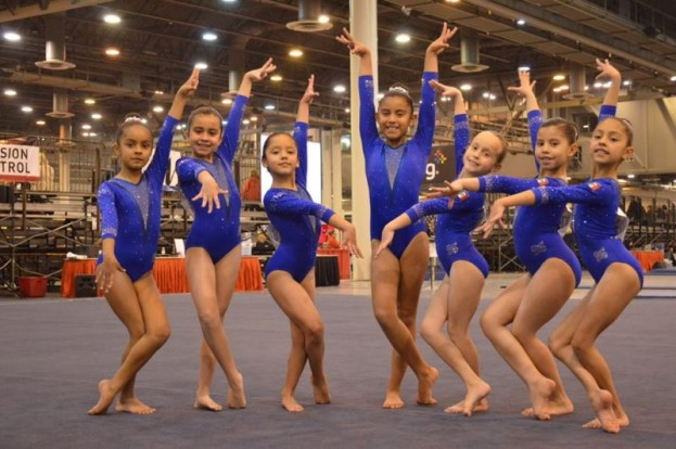 Gimnastas de la de Olympic Gymnastics Academy en la Copa Internacional Houston National Invitation.
