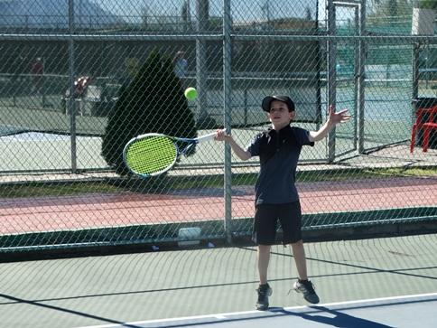 Fernando Cabello fue Campeón de Singles y Dobles de 10 años. Representa el American Sports Center.