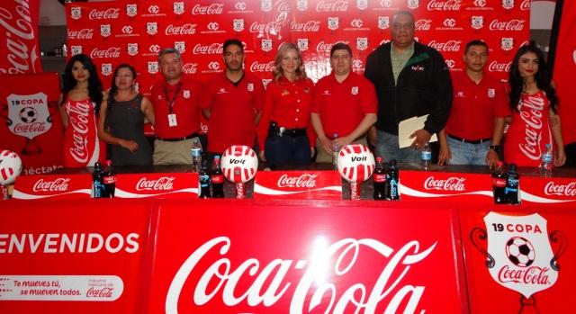 Los organizadores e invitados dieron a conocer los pormenores de la Copa Coca Cola.