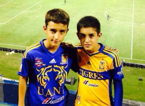 Fue seguidor de los Tigres y los apoyó en el mismo Estadio Universitario.