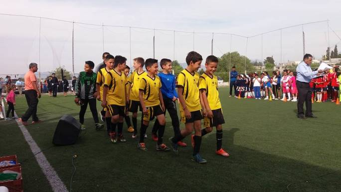 Futbolistas de escuelas y colegios de Saltillo del nivel Primaria participan en el Futbolito Bimbo 2016.