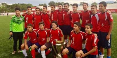 Los Campeones del CIZ con la Copa de Campeones.