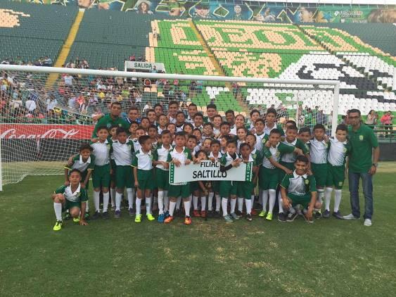 Los jugadores de León Saltillo en el Estadio del equipo León.
