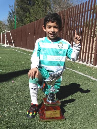 El goleador defiende los colores de Santos Saltillo desde la categoría Preescolar.