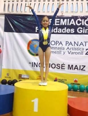 La gimnasta saltillense en el podio de la Copa Panathón 2016.