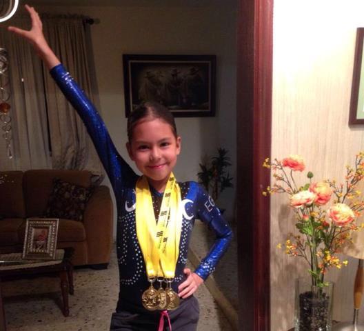 Valeria AlejandraSánchez Torres con sus medallas ganadas en la Copa.