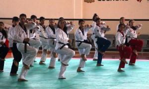 Los seleccionados nacionales durante su entrenamiento en el Gimnasio José de las Fuentes.