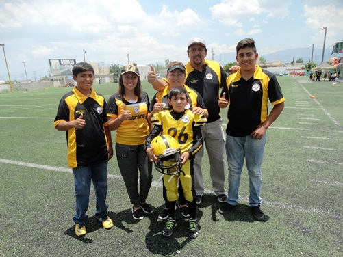 Jorge Rodríguez Aldaco, su esposa Silvia Aguillón y todos sus hijos viven con intensidad el futbol americano.