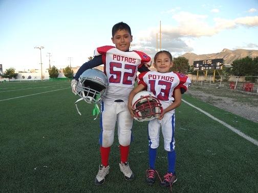 Gael Isaí y Niza comparten el gusto por el futbol americano y defienden los colores de Potros Salvajes.