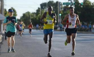 El keniano Justun Chelagat Cherop y el saltillense Edgar Ariel Quintero Uribe sostuvieron gran duelo en los 10K.