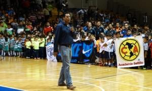 David Hernández, coordinador de deportes de la UAdeC, realiza la declaratoria inaugural.