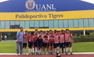 Los jugadores del Rebaño saltillense con su trofeo de Subcampeones.