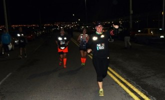 Ya cerca de  la meta, de noche, luego de recorrer casi los 15 kilómetros.
