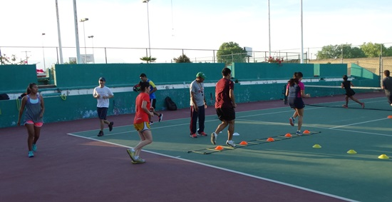 Los tenistas se entrenan en lo físico y técnico.