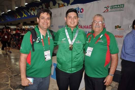 Salvador Trujillo (centro) ha tenido un gran 2016. Este año ganó oro en la Olimpiada Nacional y ahora logra su primer 300.