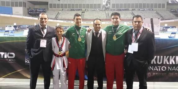 Los taekwondoínes saltillenses Rubén Torres Briones, René de la Garza Briones y Fernando Rodríguez Cerda fueron convocados por la Federación Mexicana de Taekwondo para concentrarse a partir de este domingo con la Selección Nacional de la categoría Cadetes.