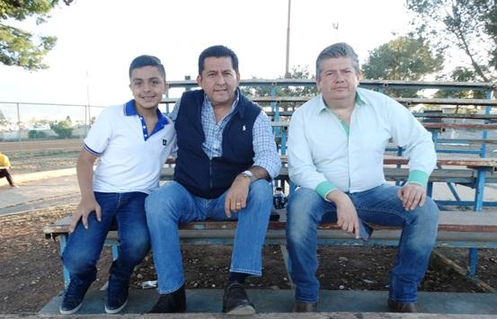 Samuel Rodríguez, director general del Recreativo CTM (centro) y Gerardo Vega, director deportivo, buscan darle mayor fortaleza a las academias deportivas CEFOR CTM.