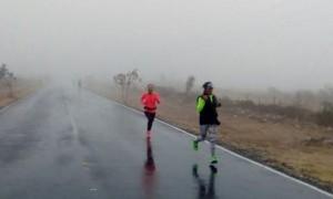 Dos de las corredoras participantes en el recorrido de 30 kilómetros.