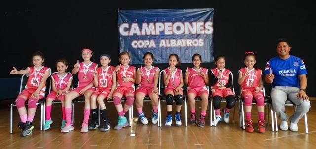 Una de las quintetas Campeonas del Colegio Albatros de Saltillo.