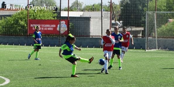 Las jugadoras del  Instituto Cumbres están destacando en el Futbolito Bimbo, ya llevan dos triunfos en el torneo.