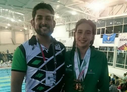 Alejandra Cornejo con su entrenador Víctor Olaf Nuncio.