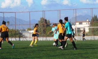 Intensa acción del futbol femenil se presenta en las canchas del Deportivo Rancho Seco.