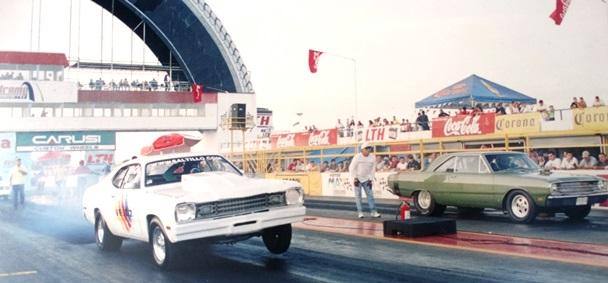 El piloto en una competencia con su primer auto fue un Duster 1976 luego en el 2011