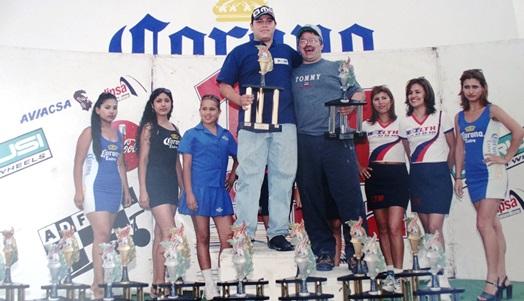 Rubén Veloz Saavedra fue Campeón de la fecha y del Campeonato Nacional de Bracket Rápidos en el año 2001.