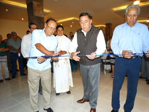 El corte del listón estuvo a cargo de Roberto Berlanga, secretario del Campestre Lourdes, el Alcalde Isidro López, así como de Marcial Irabú
