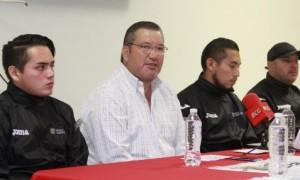 Jorge Chapoy del Bosque, director del INEDEC, presentó a los nuevos entrenadores estatales de tenis de mesa.