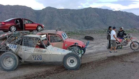 El auto de los Campeones durante unn parada en la competencia