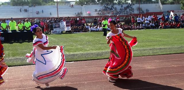 La inauguración contó con la participación del grupo de baile