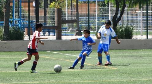 Los jugadores de Chivas 2008 realizaron un gran juego en la cancha CIZ 75.