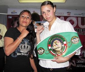 """Magda """"La Rojita"""" Leija y la Ex Campeona Mundial Zulina """"La Loba"""".  Muñoz"""