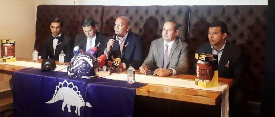 La organización de Dinos Saltillo ofreció hoy una rueda de prensa donde dieron a conocer a su nuevo head coah.
