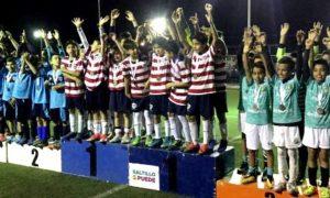 Los Jugadores que destacaron en la Olimpiada Municipal fueron premiados con medallas.