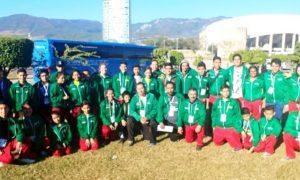 Parte de la delegación de deportistas coahuilenses que participan en los Juegos Populares 2017.