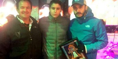 Los pilotos Alejandro Mendoza, Manuel Alvarez Jr y Manuel Alvarez Rivera en la premiación de la Carrera de Dolores Hidalgo, Guanajuato.