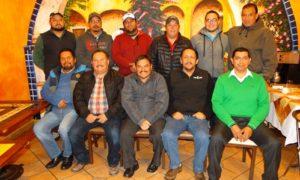 Los entrenadores del Club Acereros de Saltillo y su presidente Jorge Rodríguez durante la reunión celebrada anoche en el Restaurante Sol y Luna.