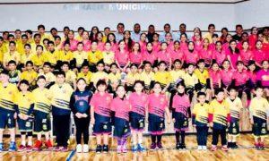 Los jugadores y entrenadores de la Escuela de Basquetbol Felinos Saltillo se tomaron ayer la foto oficial del 2018.