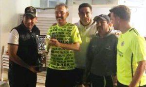 Los jugadores Campeones fueron premiados por Mario Contreras, presidente del comité de Futbol del Deportivo San Isidro.