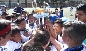 Los mejores tres equipos de cada una de las categorías fueron premiados con trofeo.