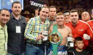 """Francisco """"Chihuas"""" Rodríguez se quedó con el cinturón Internacional del Consejo Mundial de Boxeo en Peso Supermosca, tras imponerse en la pelea estelar al colombiano Pablo Carrillo (Foto facebook)."""