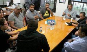 Directivos del INEDEC, padre de familia y el entrenador Blas Ruiz estuvieron presentes en la reunión.