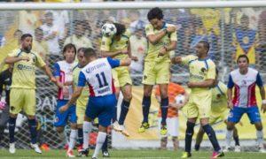 El Estadio Olímpico recibe hoy el Clásico de Leyendas entre Chivas y América. El juego inicia a las 19:00 horas.